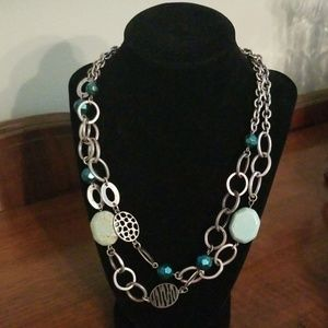 Chain links necklace with green beads